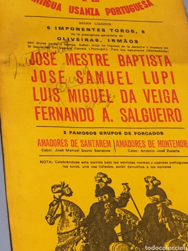 Tauromaquia: Cartel en Tela Plaza de Toros Monumental Barcelona 1973 Antigua Usanza Portuguesa con tres firmas - Foto 3 - 223714248