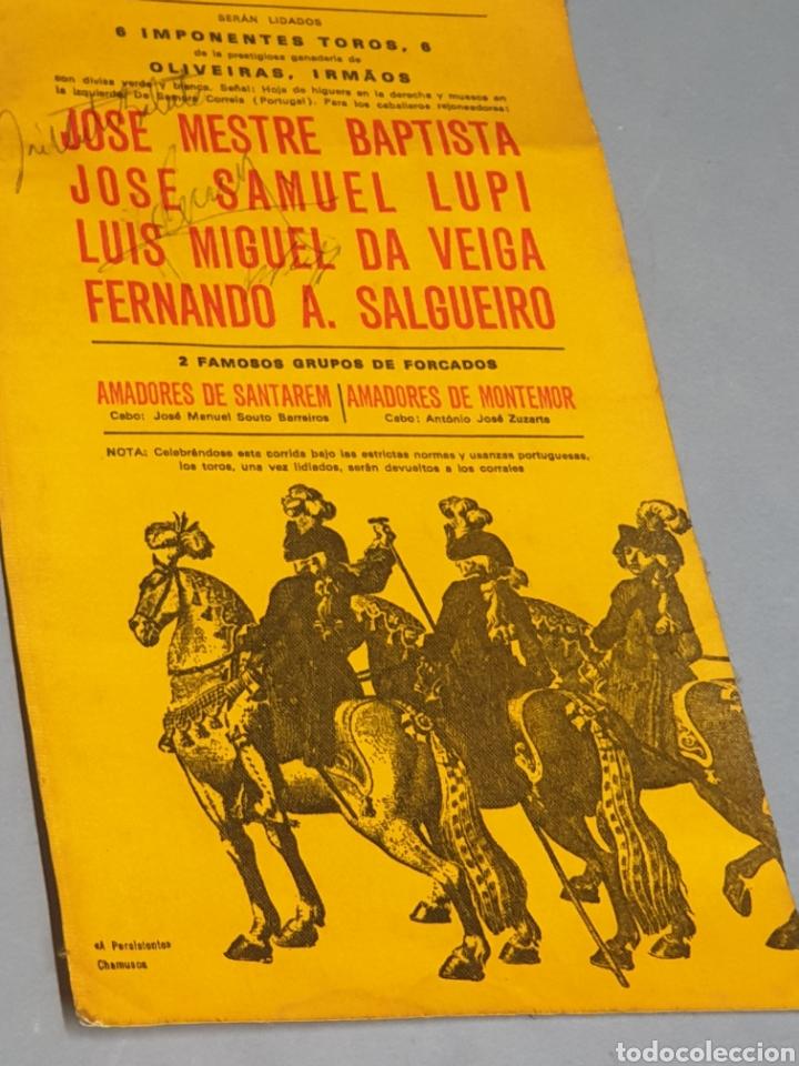 Tauromaquia: Cartel en Tela Plaza de Toros Monumental Barcelona 1973 Antigua Usanza Portuguesa con tres firmas - Foto 4 - 223714248