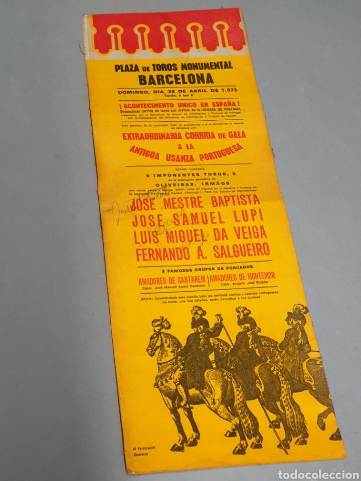 CARTEL EN TELA PLAZA DE TOROS MONUMENTAL BARCELONA 1973 ANTIGUA USANZA PORTUGUESA CON TRES FIRMAS (Coleccionismo - Tauromaquia)