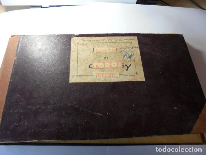 MAGNIFICO ANTIGUO ALBUM CON RECORTES DE DIARIOS TOROS Y ENTRADAS (Coleccionismo - Tauromaquia)