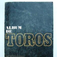 Tauromaquia: ALBUM 1967 TOROS. TOREROS, GANADERIAS, REGLAMENTO, SUERTES. JOKER ALCAZAR. BUEN ESTADO. Lote 235974355
