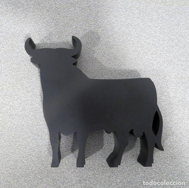 Tauromaquia: Toro Osborne de resina. FNMT. Manolo Prieto. Muy buen estado, nuevo. Clasico imagen grafica - Foto 9 - 235978815