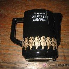 Coleccionismo de vinos y licores: JARRA SEAGRAMS 100 PIPERS DE LUXE SCOTCH WHISKY MIDE 12 CM. Lote 14749599