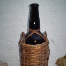 Coleccionismo de vinos y licores: ANTIGUA BOTELLA DE WHISKY DE WILLIAMS & HUMBERT. RELIEVE EN LA BOTELLA.. Lote 22753467
