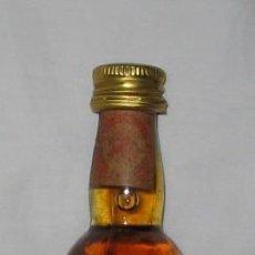 Coleccionismo de vinos y licores: BOTELLÍN DE BRANDY CARLOS III, SOLERA RESERVADA, PEDRO DOMECQ. Lote 23642335