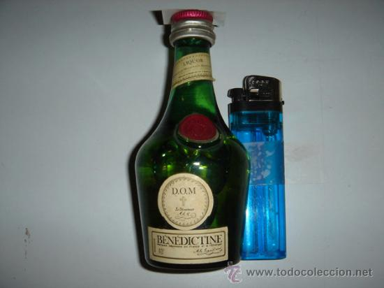 BOTELLIN DE LICOR BÉNÉDICTINE. (Coleccionismo - Botellas y Bebidas - Vinos, Licores y Aguardientes)