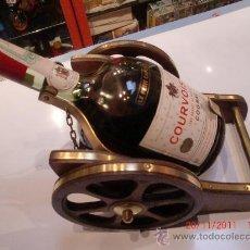 Coleccionismo de vinos y licores: COGNAC FRANCES COURVOISIER+SOPORTE MADERA Y LATON,ORIGINAL DE EPOCA. Lote 29374146