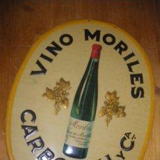 Coleccionismo de vinos y licores: EXCELENTE CHAPA PUBLICITARIA DE VINO MORILES, CARBONELL Y CIA. CORDOBA. CIRAGES FRANCAIS, SANTANDER.. Lote 30340830