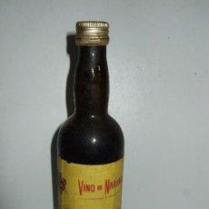 Coleccionismo de vinos y licores: BOTELLIN MINIATURA VINO DE NARANJA - PEDRO PANIAGUA CLAUMARCHIRANT - MOGUER - HUELVA - 15,5 CM. Lote 31014101