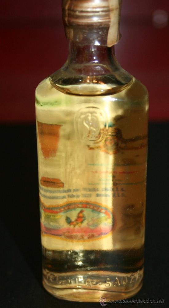 Coleccionismo de vinos y licores: BOTELLITA DE CRISTAL TEQUILA SAUZA EXTRA - 11 cm. - LLENA SIN ABRIR - Foto 2 - 100014172