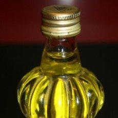 Coleccionismo de vinos y licores: BOTELLITA DE CRISTAL LICOR DE PLÁTANO CORANA - 10 CM. - LLENA SIN ABRIR. Lote 35559370