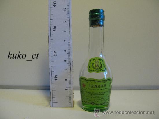 BOTELLITA BOTELLIN LICOR VIEILLE IZARRA LICOR DE LOS PIRINEOS (Coleccionismo - Botellas y Bebidas - Vinos, Licores y Aguardientes)