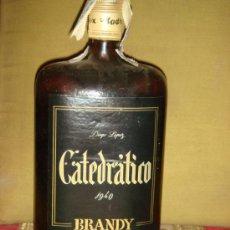 """Coleccionismo de vinos y licores: ANTIGUA BOTELLA BRANDY """"CATEDRATICO"""" 1940. LLENA Y SIN ABRIR. PRECINTO 8 PTS. TAPÓN ROSCA.. Lote 48880469"""