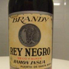 Coleccionismo de vinos y licores: BOTELLA ANTIGUA BRANDY REY NEGRO RAMON INSUA 1 LITRO PRECINTO 80 CENTIMOS REGALO PARA HOMBRES BEBER. Lote 40004507