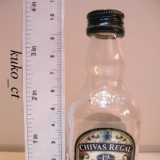 Coleccionismo de vinos y licores: BOTELLITA BOTELLIN WHISKY CHIVAS REGAL BLENDED SCOTCH CHIVAS BROTHERS LTD ABERDEEN. Lote 41122416