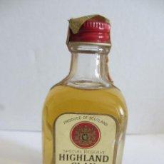 Coleccionismo de vinos y licores: BOTELLIN DE WHISKY HIGHLAND CLAN. DESTILERÍAS THE HIGHLAND BONDING Cº, LTD. ESCOCIA.. Lote 43102077
