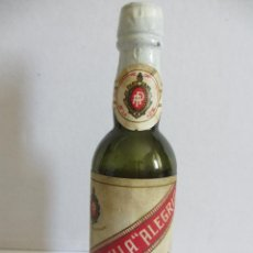 Coleccionismo de vinos y licores: BOTELLIN DE VINO MANZANILLA ALEGRÍA. DESTILERÍAS HIJOS DE A. PEREZ MEGIA. SANLUCAR DE BARRAMEDA.. Lote 43137960