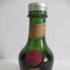 Coleccionismo de vinos y licores: BOTELLIN DE LICOR DOM BÉNEDICTINE. PRODUCTO DE FRANCIA.. Lote 43160198