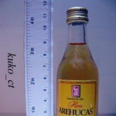 Coleccionismo de vinos y licores: BOTELLITA BOTELLIN RON AREHUCAS ORO DESTILERIAS AREHUCAS ARUCAS ISLAS CANARIAS. Lote 43609659