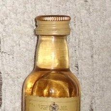 Coleccionismo de vinos y licores: BOTELLIN WHITE HORSE. FINE OLD SCOTCH WHISKY RF-3555. Lote 44082195
