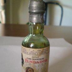 Coleccionismo de vinos y licores: JEREZ. BRANDY FUNDADOR FINE CHAMPAGNE. PEDRO DOMECQ. PEQUEÑA BOTELLA DE CRISTAL. Lote 45652812