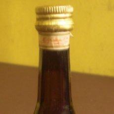Coleccionismo de vinos y licores: BOTELLIN DE LICOR CALISAY DESTILERIAS MOLLFULLEDA ARENYS DE MAR CON SELLO DE IMPUESTOS - LLENO -. Lote 46014256