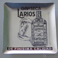 Coleccionismo de vinos y licores: ANTIGUO CENICERO DE ALUMINIO. GINEBRA GIN LARIOS SECA. FINÍSIMA CALIDAD. 9,5 CM. AÑOS 70. Lote 222336857