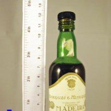 Coleccionismo de vinos y licores: BOTELLITA BOTELLIN VINO SERCIAL SECO HENRIQUES & HENRIQUES FUNCHAL MADEIRA. Lote 47052128
