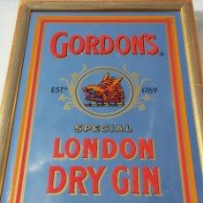 Coleccionismo de vinos y licores: ANTIGUO ESPEJO CUADRO BEBIDA GIN GORDON GINEBRA // PUBLICIDAD BEBIDA GIN GORDON. Lote 47638424