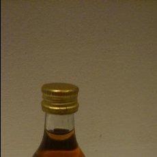Coleccionismo de vinos y licores: BOTELLIN DE RATAFIA DE MONTSERRAT. Lote 48628711