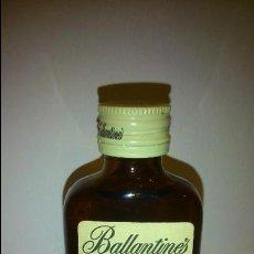 Coleccionismo de vinos y licores: BOTELLIN DE BALLANTINES. FINEST SCOTCH WHISKY. PRODUCTO DE ESCOCIA.. Lote 48924365