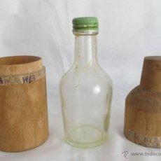 Coleccionismo de vinos y licores: BOTELLA ANTIGUA CHARTREUSE CON CAJA DE MADERA ELIXIR. Lote 49358691