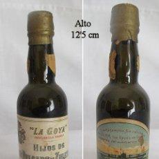 Coleccionismo de vinos y licores: BOTELLIN ANTIGUO MANZANILLA LA GOYA SUBMARINO C-1 SANTANDER. Lote 49418567