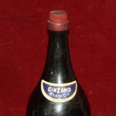 Coleccionismo de vinos y licores: ANTIGUA BOTELLA DE CINZANO BIANCO (BLANCO) TAMAÑO DE 1500 O 2000 CL.. Lote 49616547