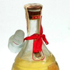 Coleccionismo de vinos y licores: CREMA DE MANTA, LA PERFECCIÓN S.A. SELLO 80 CÉNTIMOS. 24 CM ALTO SIN TAPÓN. SIN ABRIR. Lote 49728680