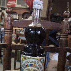 Coleccionismo de vinos y licores: ANTIGUA BOTELLA DE DESTILERIA TENIS, FRESA - MONFORTE DEL CID, ALICANTE - LIMIÑANA Y BOTELLA DESTILA. Lote 49970033