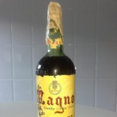 Coleccionismo de vinos y licores: BOTELLA ANTIGUA DE BRANDY COÑAC MAGNO OSBORNE AÑOS 60 PRECINTO 80 CENTIMOS REGALO PARA HOMBRES. Lote 51458700