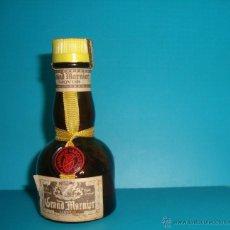 Coleccionismo de vinos y licores: BOTELLÍN LICOR GRAND MARNIER PRECINTADO, LIQVOR MARNIER LAPOSTOLLE TRIPLE ORANGE. Lote 51698366