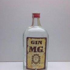 Coleccionismo de vinos y licores: RARA BOTELLA DE GINEBRA GIN M.G.PRECINTO 80 CTS DESTILERIAS MANUEL GIRO. Lote 167642126