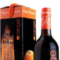 Coleccionismo de vinos y licores: VINO DE NARANJA DUQUE DE CARMONA. FABRICADO EN SEVILLA. 70 CL. CON PRECINTO, EN SU ESTUCHE ORIGINAL.. Lote 155782865