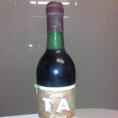 Coleccionismo de vinos y licores: ANTIGUA BOTELLA DE VINO TORRE ALBENIZ RIBERA DE DUERO AÑO 1981 TORREMILANOS ARANDA DE DUERO . Lote 53291512