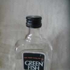 Coleccionismo de vinos y licores: BOTELLIN GREEN FISH GIN.GINEBRA SECA.. Lote 54209252