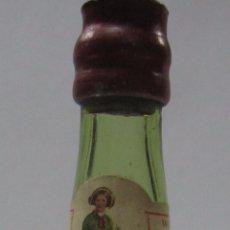 Coleccionismo de vinos y licores: BOTELLIN DE BRANDY MUÑECA. WILLIAMS & HUMBER. JEREZ. 12,8 CM ALTO.. Lote 54392628