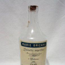 Coleccionismo de vinos y licores: BOTELLA VACIA ANISETTE SUPERFINE MARIE BRIZARD. BOURDEOX. ANIS. PASAJES. ½ LITRO. CIRCA 1940-50. Lote 54451924