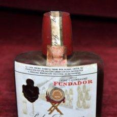 Coleccionismo de vinos y licores: FUNDADOR - PEDRO DOMECQ, PETACA SIN ABRIR CON SELLO Y PRECINTADA 4 CÉNTIMOS , JEREZ. Lote 54632155