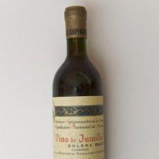 Coleccionismo de vinos y licores: ANTIGUA BOTELLA DE VINO DULCE SOLERA, VINO JUMILLA, DE BODEGAS COOPERATIVA JUMILLA. Lote 54754258