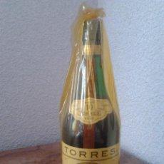 Coleccionismo de vinos y licores: BRANDY TORRES GRAN RESERVA IMPERIAL 10 AÑOS GRAND ROUGE-PRECINTO 8 PTAS-ANOS 70-80. Lote 54918889