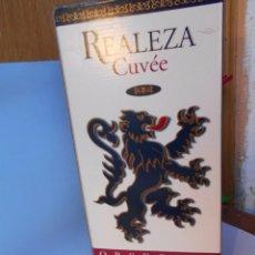 Coleccionismo de vinos y licores: CAJA CON DOS BOTELLAS CRIANZA 1993. Lote 55388278