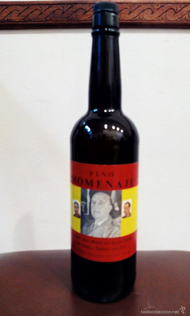 ANTIGUA BOTELLA DE FINO HOMENAJE FRANCO - VACÍA. (Coleccionismo - Botellas y Bebidas - Vinos, Licores y Aguardientes)