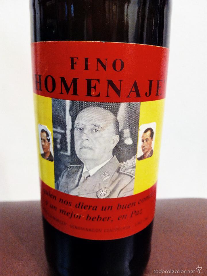 Coleccionismo de vinos y licores: ANTIGUA BOTELLA DE FINO HOMENAJE FRANCO - VACÍA. - Foto 2 - 55570503